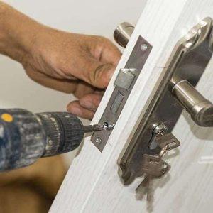 Langu durų montavimas